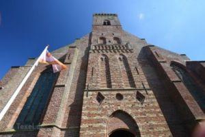 Escalade de la tour de l'église du village Den Burg